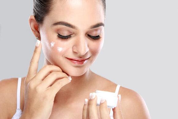 整天在臉上塗抹護膚保養品根本不能讓你真的有漂亮肌膚